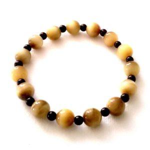 composition-bracelet-oeil-de-tigre-dore-8mm-agate-noire-4mm-1