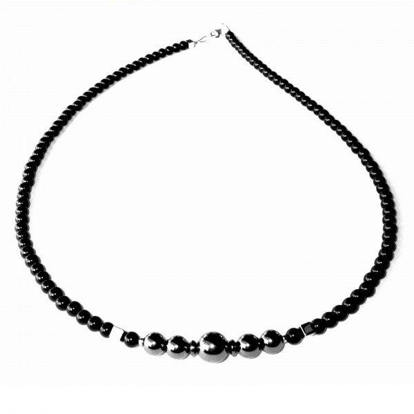 Composition-Collier-en-Hematite-et-en-Agate-noire-1