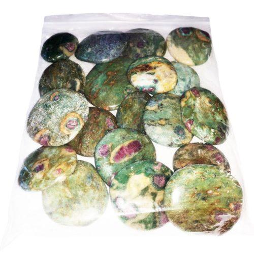 sachet pierres plates rubis sur fuchsite