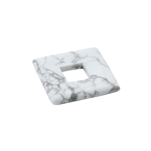 pendentif pi chinois ou donut howlite petit carré